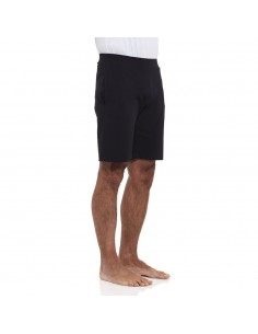 "BLACK SHORT YOGA MAN PANTS WITH ""OM"" PRINT - YOGAESSENTIAL"
