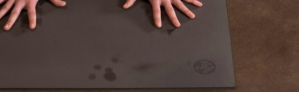 Come Lavare il Tappetino Yoga? Prodotti e Consigli